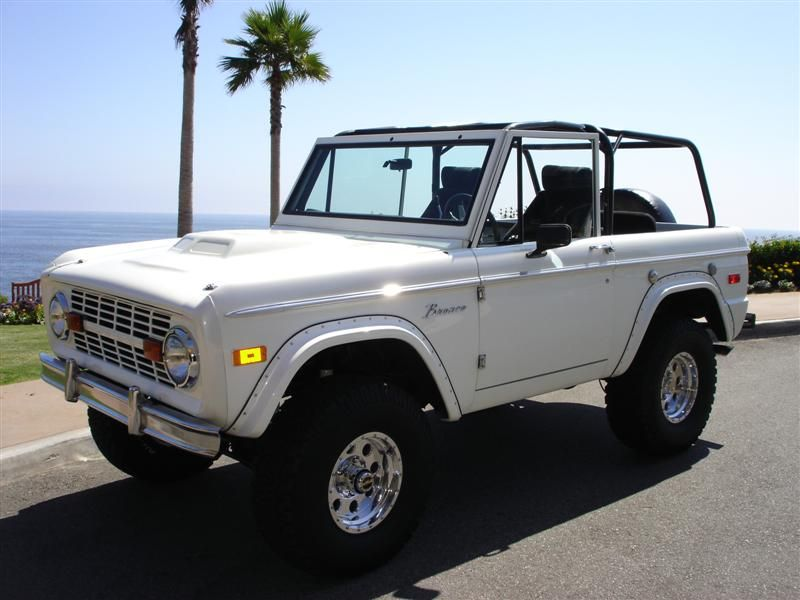 Another Beach Bronco In A Lot Of White Ford Bronco Dream Cars