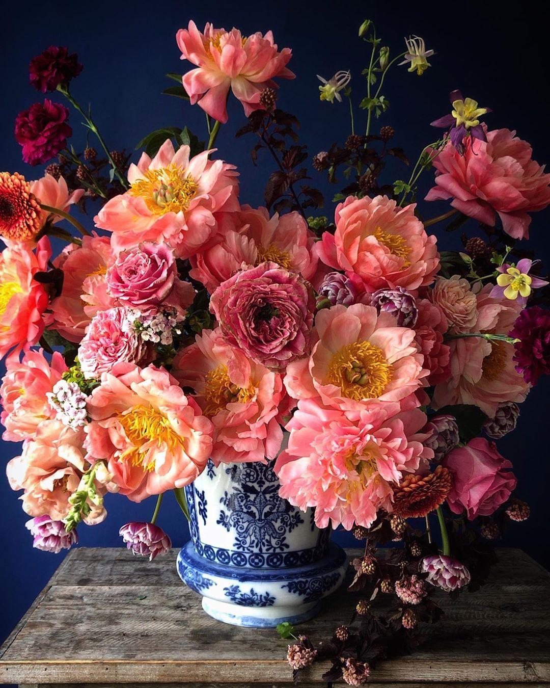 2 628 Likes 45 Comments Natasja Sadi Cakeatelieramsterdam On Instagram Happy S Beautiful Flower Arrangements Fake Flower Arrangements Beautiful Flowers