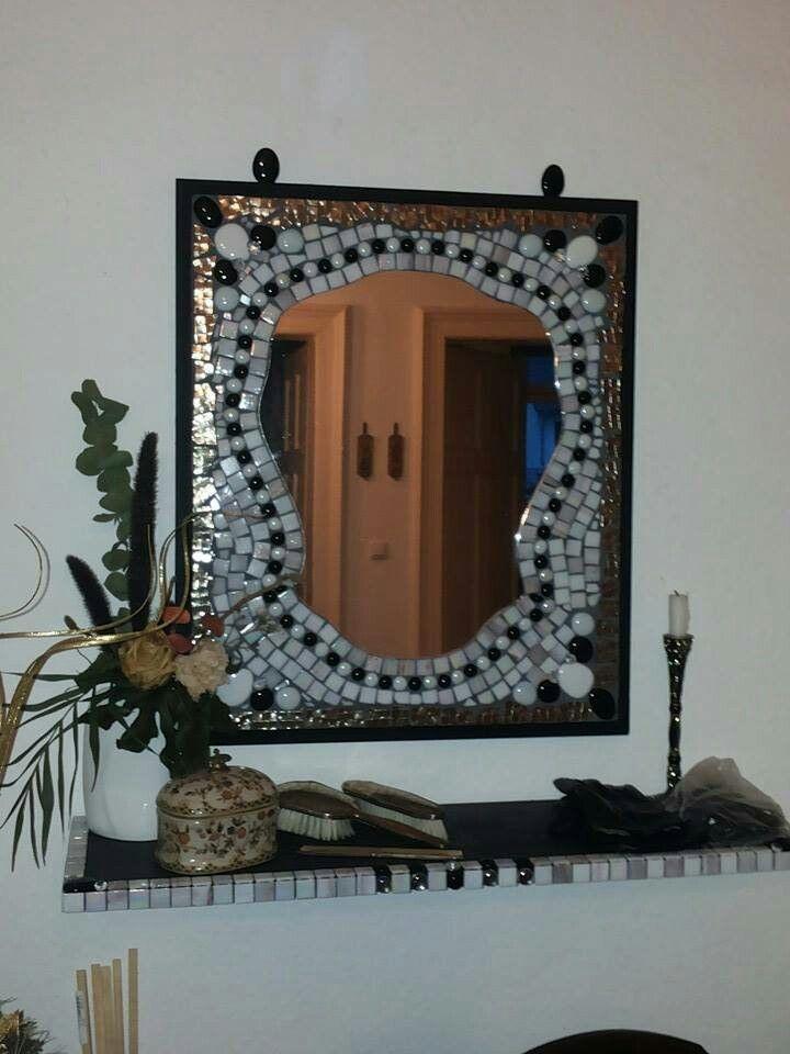 Spiegel gerahmt und mit Spiegelscherben,Fliesenstückchen und ...