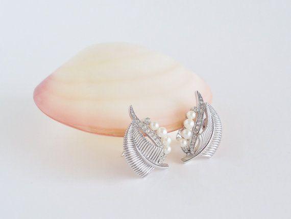 CROWN TRIFARI Embellished Leaf Earrings by SunshineSurprises
