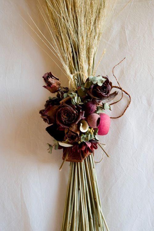 Centro de flores secas Las rosas y todos los elementos del centro - flores secas
