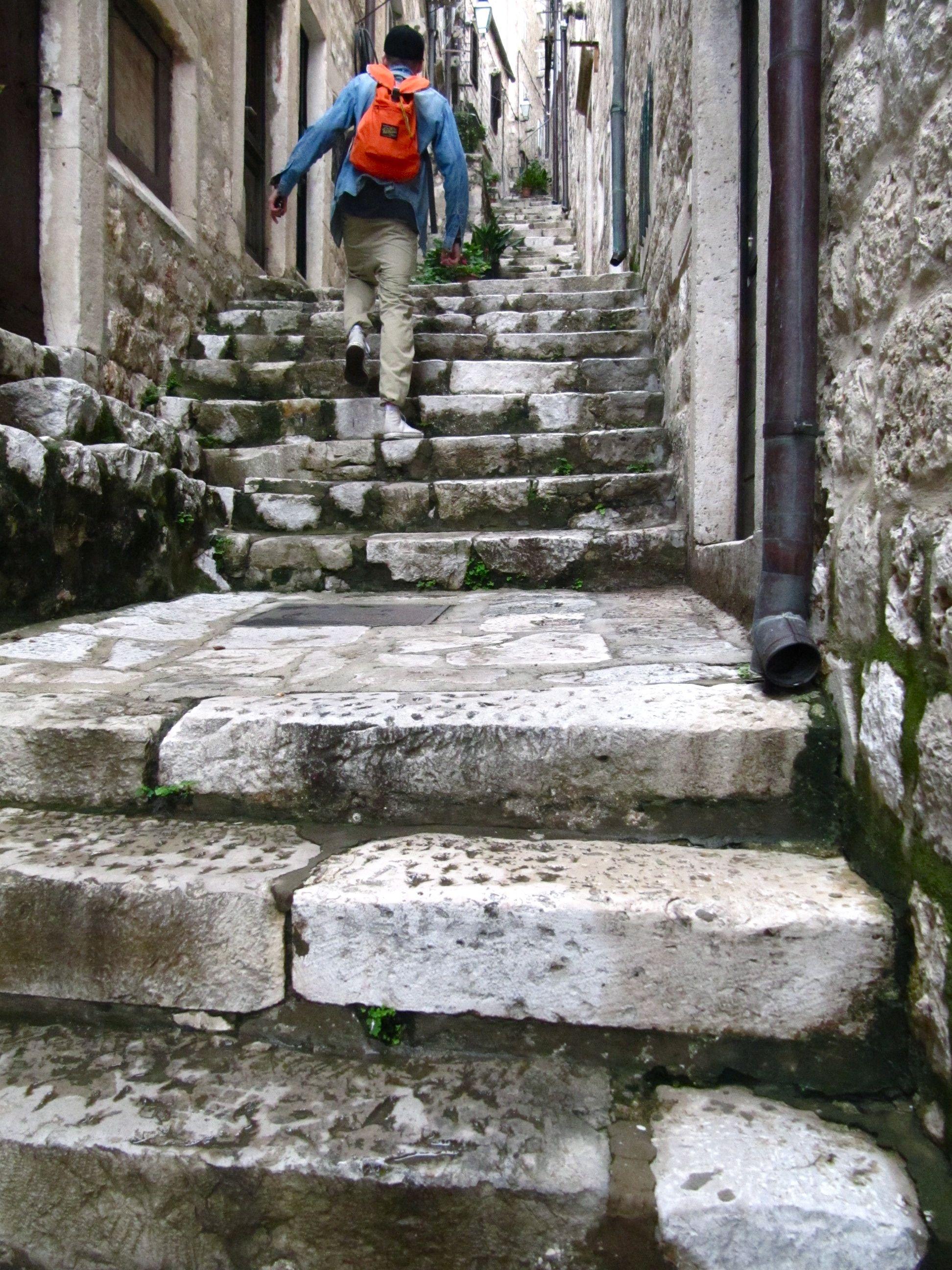 Matkalla raakaruokaravintolaan Dubrovnikissa.