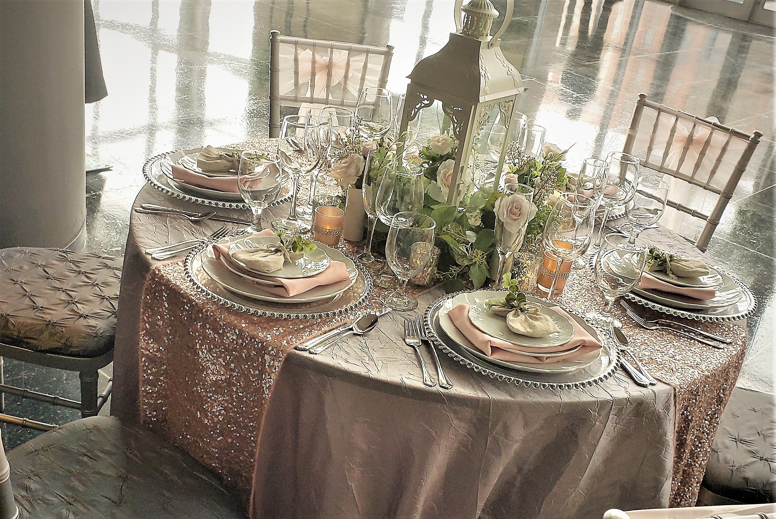 It S All About Blushes And Glitz For 2019 Custom Table