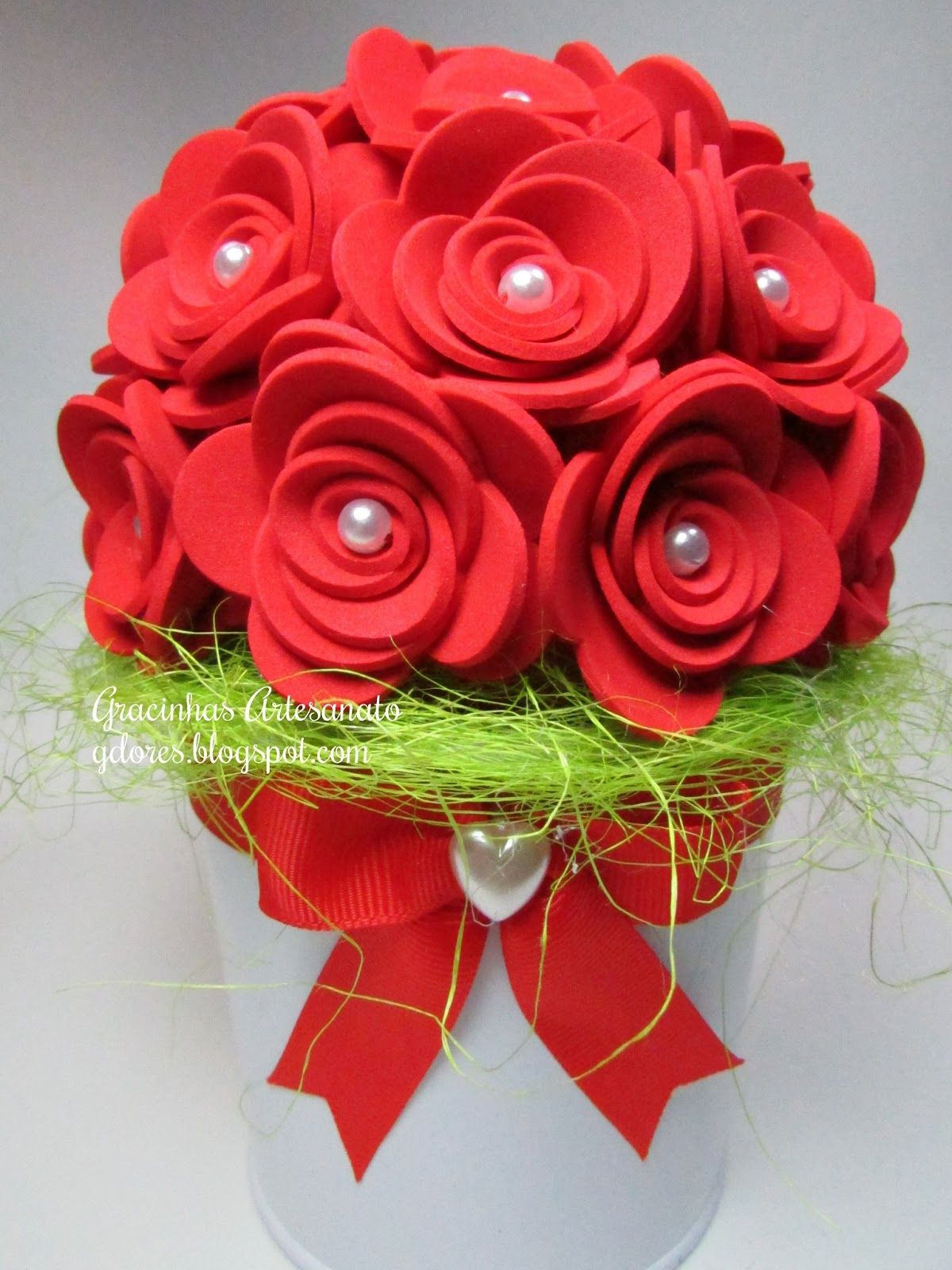 Bouquet de flores para o Dia da Mãe | Flores em eva, Artesanato, Artesanato  dia das mães