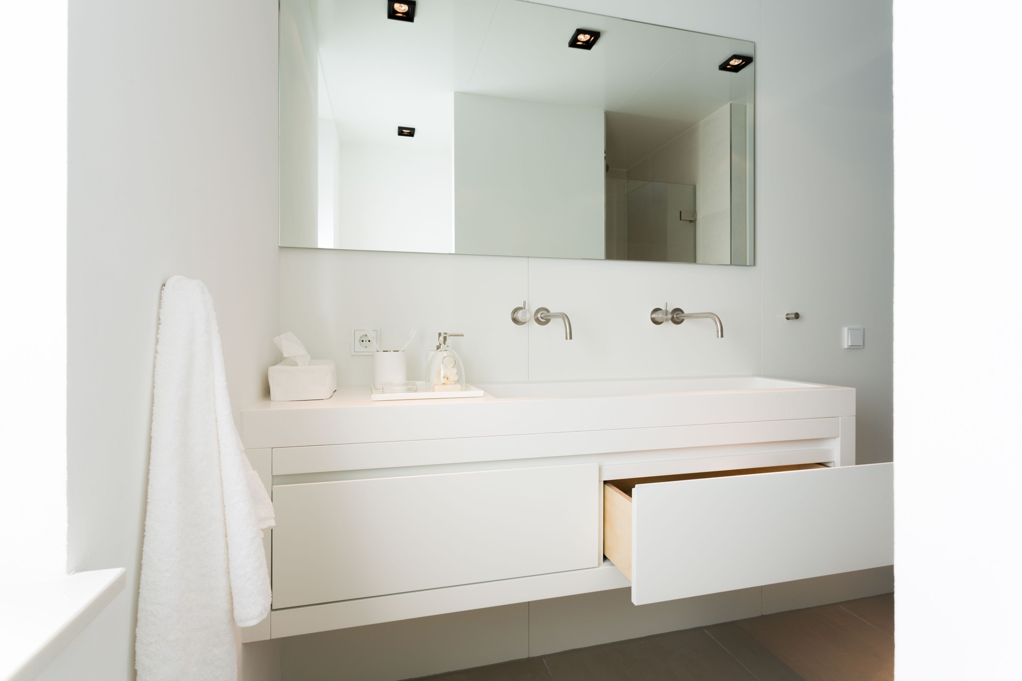 Prachtig witte badkamer #prefab www.mycuby.nl   Ontwerpen prefab ...