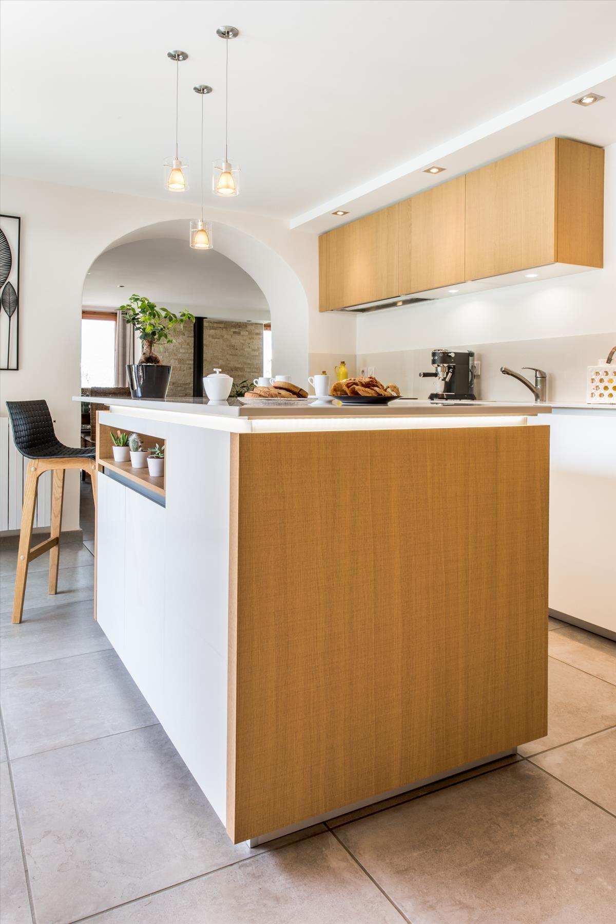 Cuisine moderne avec touche d\'ancien | Cuisine bois in 2019