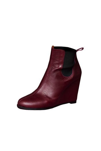 Burgundy wedge boots with a matte leather/elastic, a round toe and a loop at the back.