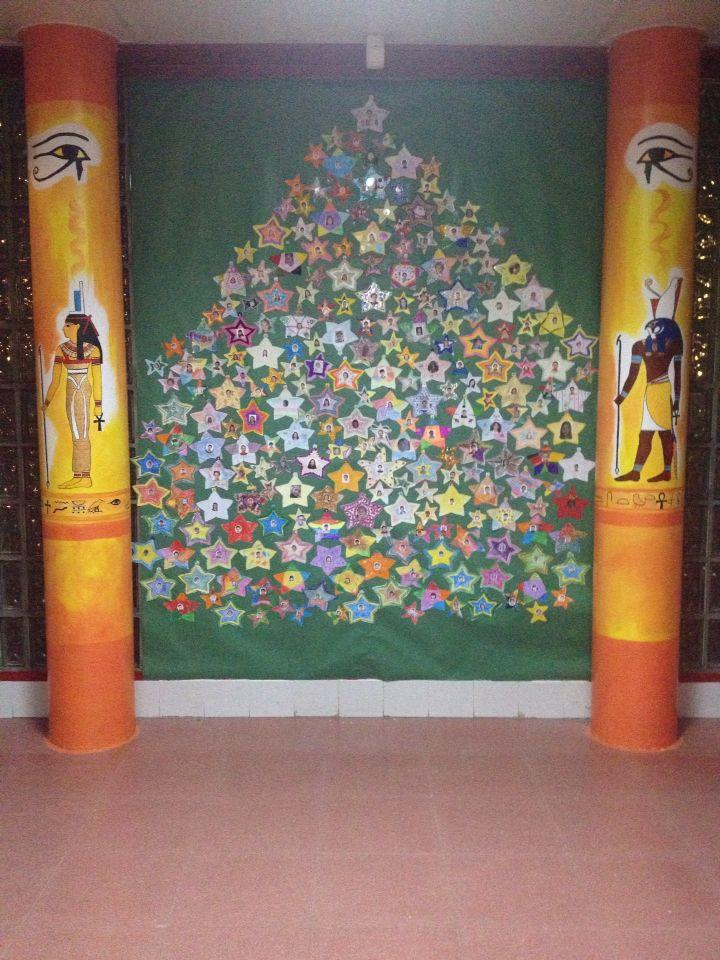 Árbol de Navidad hecho por los alumnos y profesores del CEIP Antonio Osuna, Tres Cantos