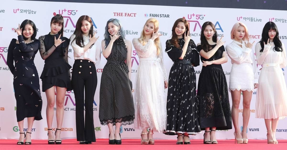 190424 Twice At The Fact Music Awards Red Carpet Red Carpet Outfits Music Awards Red Carpet