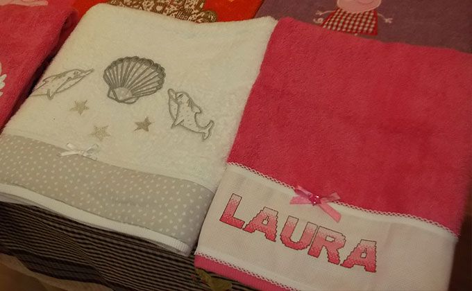 Tovallola amb brodat i personalitzada amb el nom que vulguis per 36€