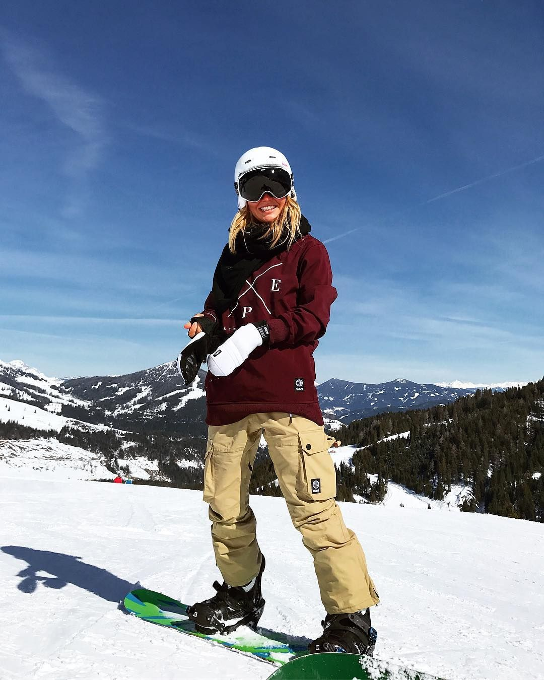 snowboarding gear womens SnowLife Snowboarding style