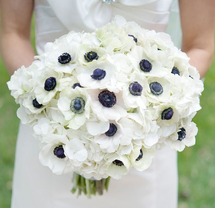 White And Navy Blue Anemone Flower Bouquet Navy Blue Wedding Inspiration With A Bit Of Lace Wedding Inspiration Wedding Flowers Anemone Bouquet Flower Bouquet Wedding