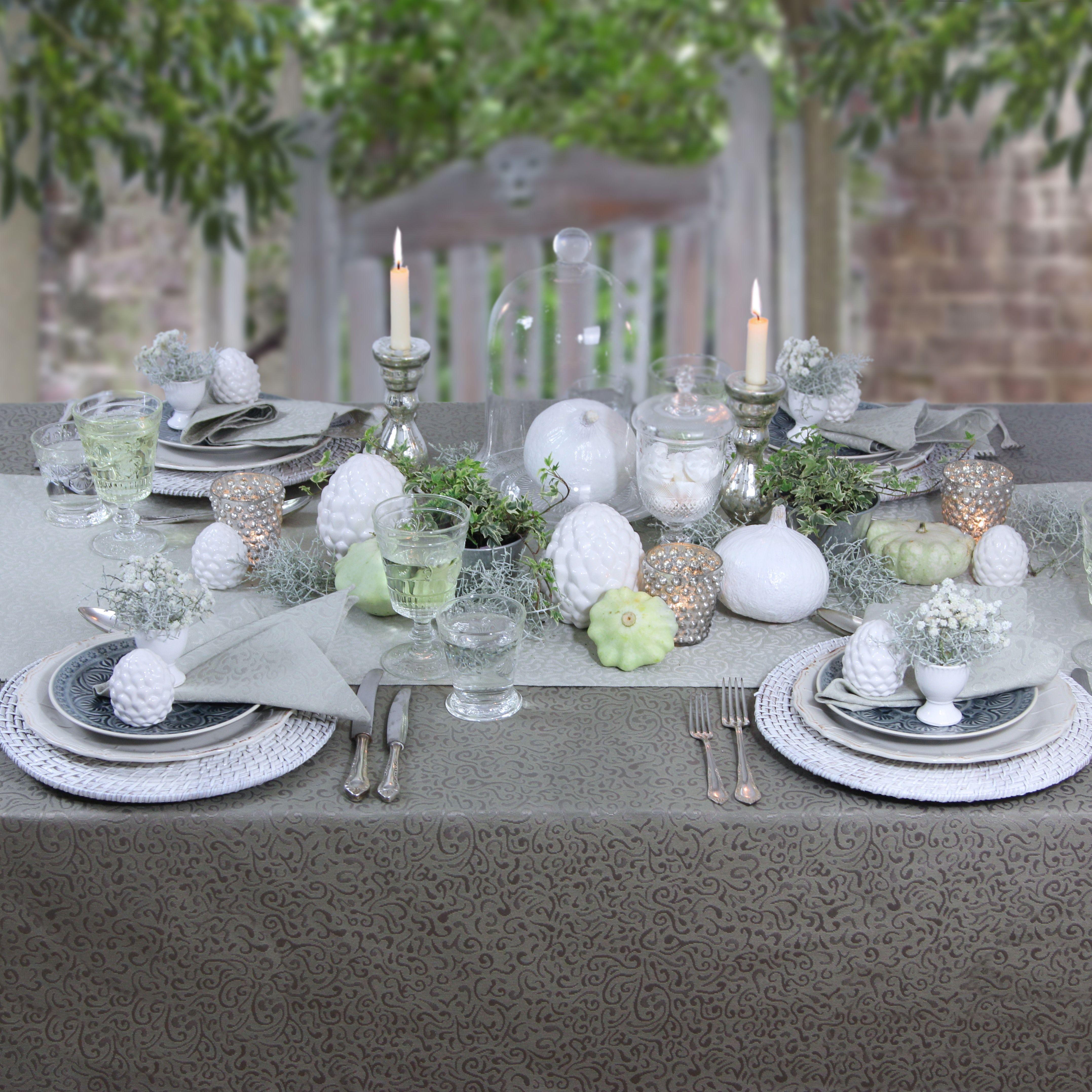ordinary einfache dekoration und mobel tischdecke huebscher stoff fuer den gedeckten tisch #1: Spätsommer - gedeckter Tisch im Garten. Bügelfreie Tischdecke von Sander.