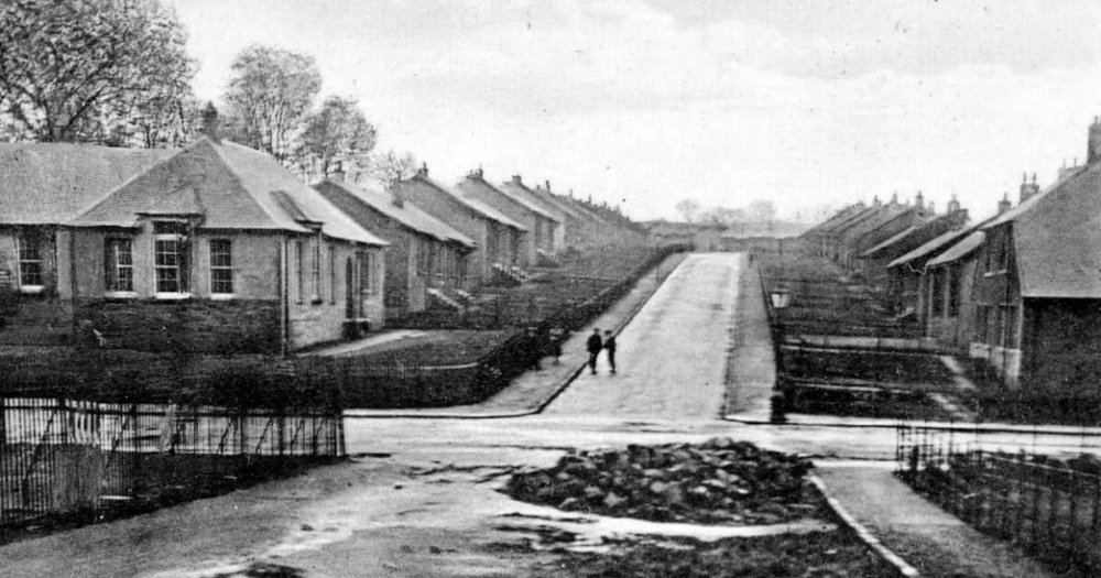 Old Photograph Of High Valleyfield Fife Scotland High Valleyfield Was A Mining Village Linked To The Ne Beach Photography Old Photographs Historic England