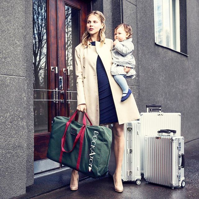 """Traveling over the holidays? Finally, an answer to the most common question """"How do I travel with my DockATot?"""" Our new """"On The Go"""" travels bags are available for both the Deluxe and Grand sized DockATot, allowing parents to stylishly tote their dock on vacations, overnights or day trips so your peanut can sleep safely and soundly regardless of where they are. To the beach, pool, hotels and even on boats, parents never have to leave home without their DockATot again.  #dockatot"""