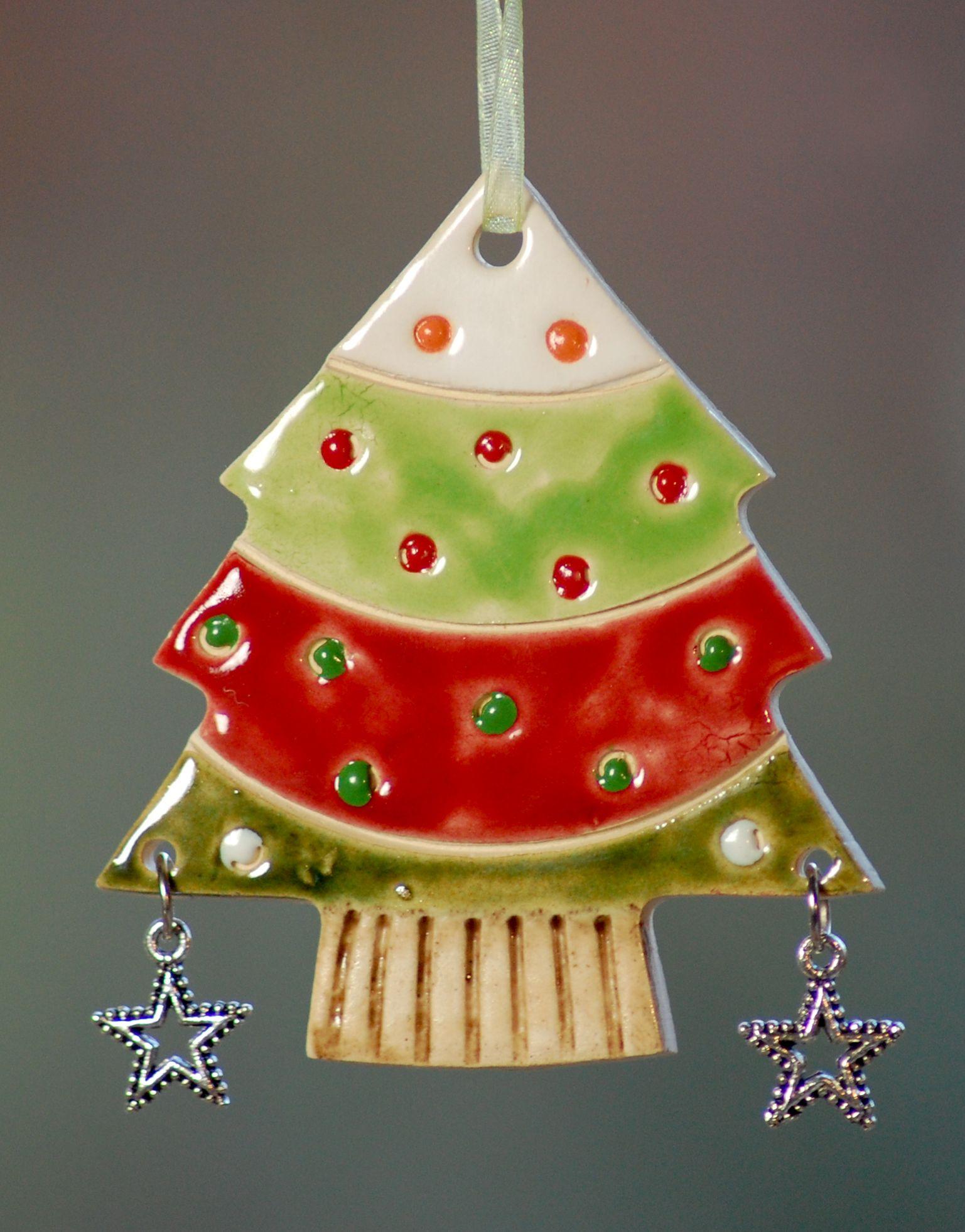 weihnachtsbaum anh nger aus ton glasiert mit stern. Black Bedroom Furniture Sets. Home Design Ideas