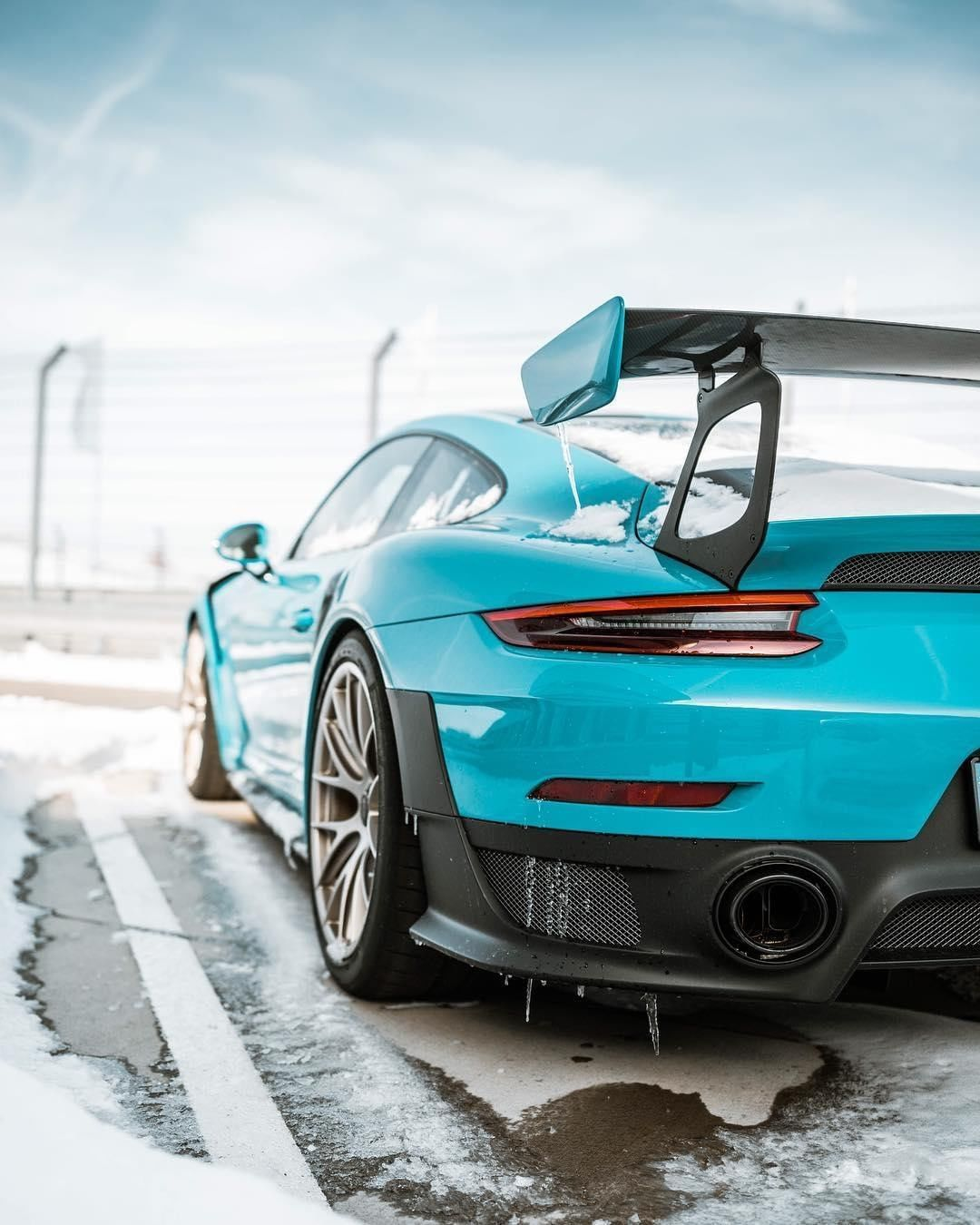 Leave Them In A Snow Storm Porschemoment Porsche911 Gt2rs Timelessmachine Sebastiankubatz Combined Fuel Co Super Sport Cars Porsche 911 Porsche