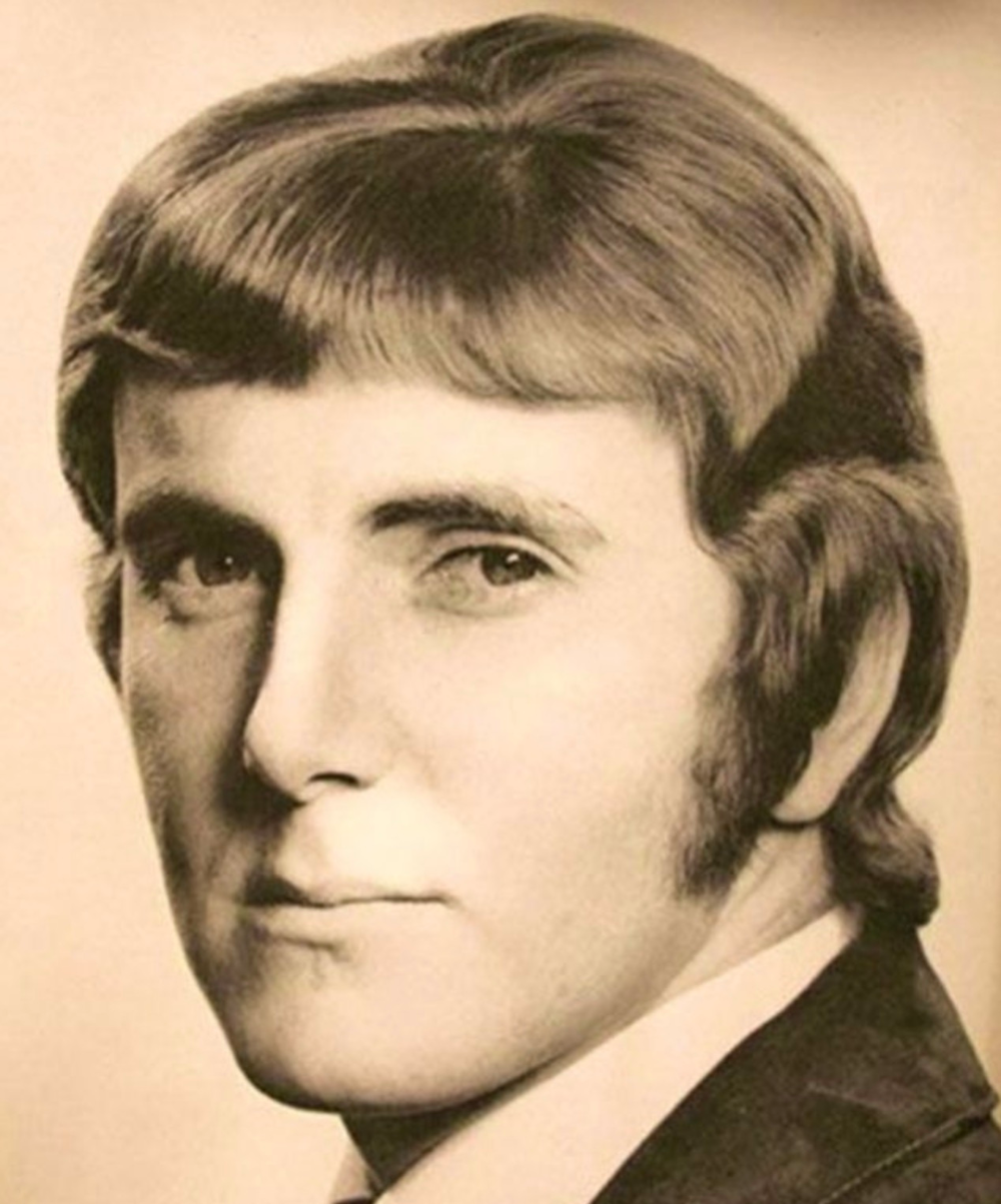 15 Men S Haircuts From The 1970 S That Deserve A Comeback Herrenfrisuren Frisuren Herren Frisuren
