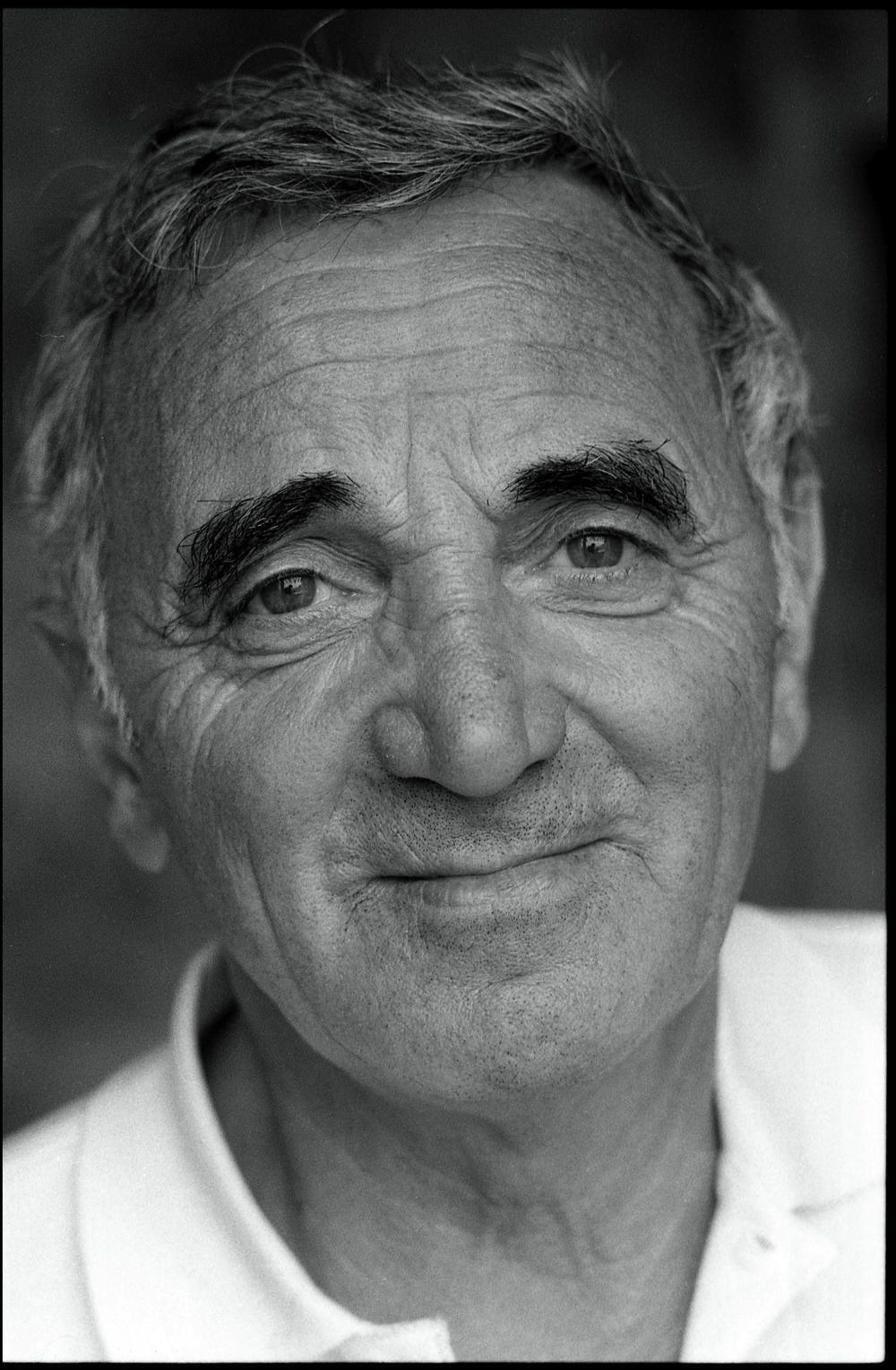 Bon Voyage Monsieur Charles Par Le Monde Est Dans Tes Yeux Charles Aznavour Chanson Chanteurs Francais