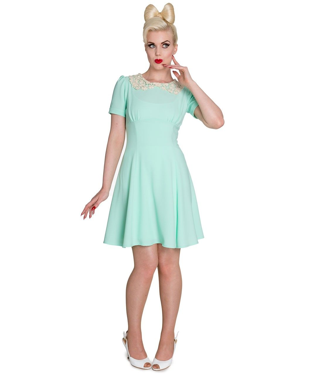 A vivacious #vintage inspired mint dress complete with a lace peter pan collar. #uniquevintage