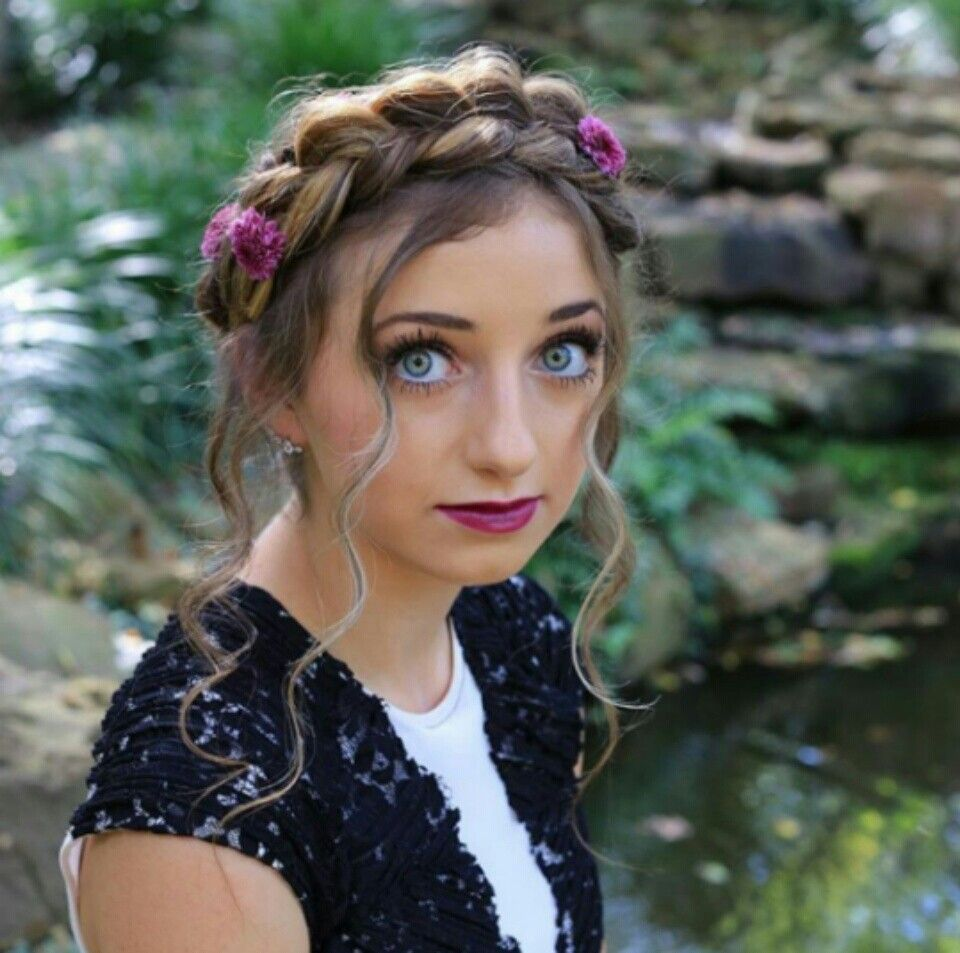 Hairstyles With Crown Queen: Brooklyn And Bailey