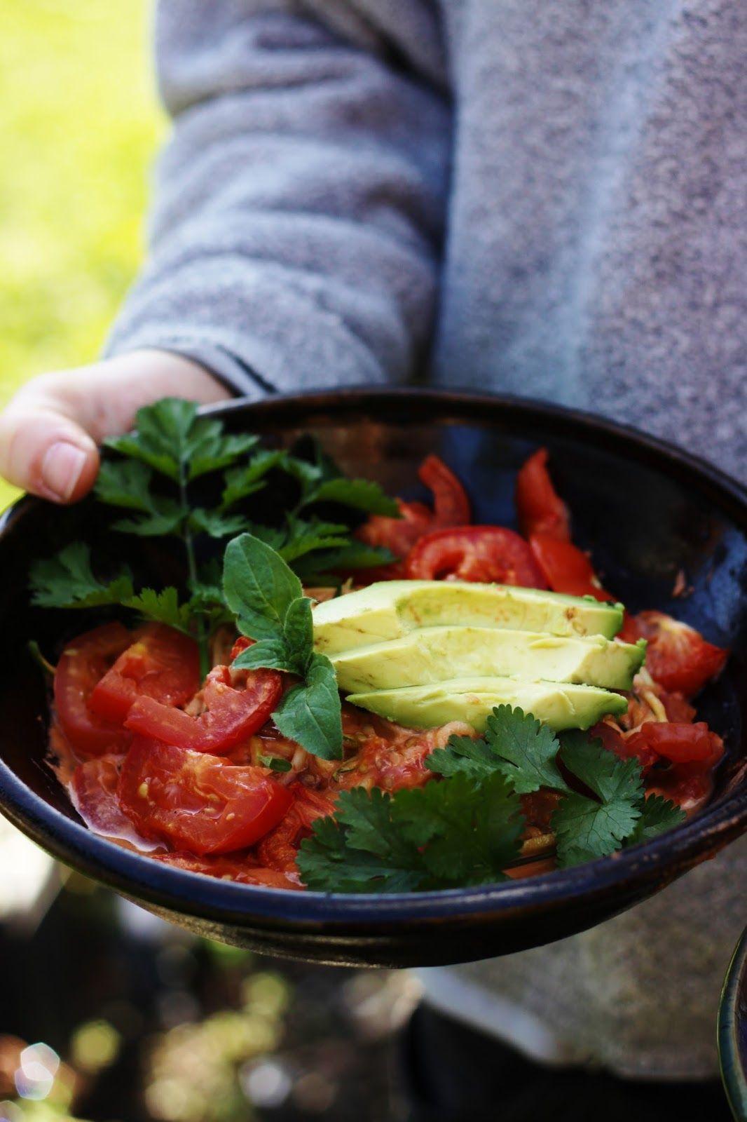 Zucchini spaghetti tomato garlic sauce with fresh herbs make this rawsome vegan life zucchini spaghetti tomato garlic sauce forumfinder Gallery