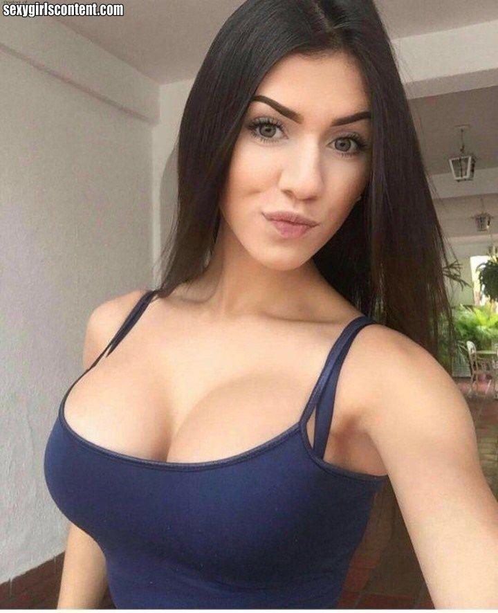 brunette selfies Busty milf