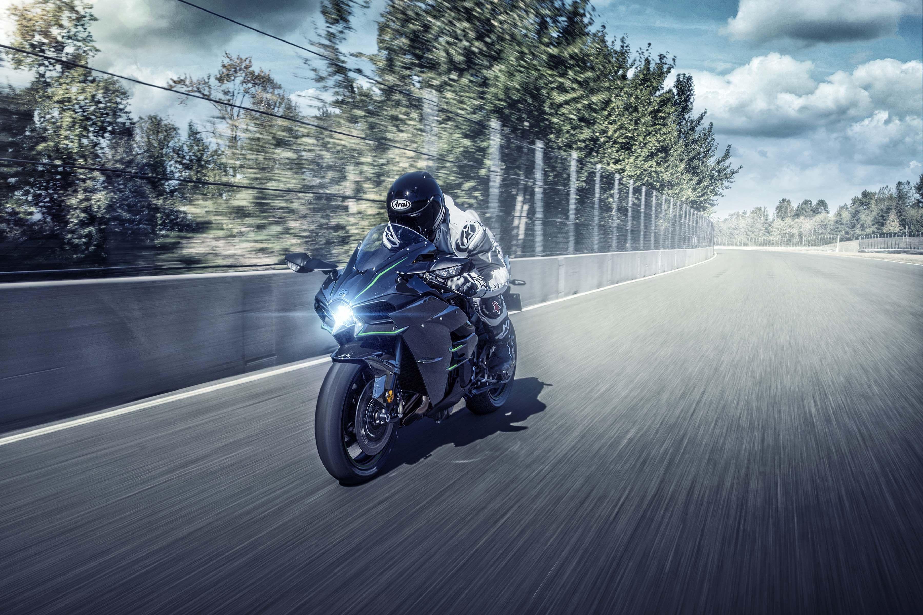 2019 Kawasaki Ninja H2 H2 Carbon Kawasaki Ninja Racing Bikes