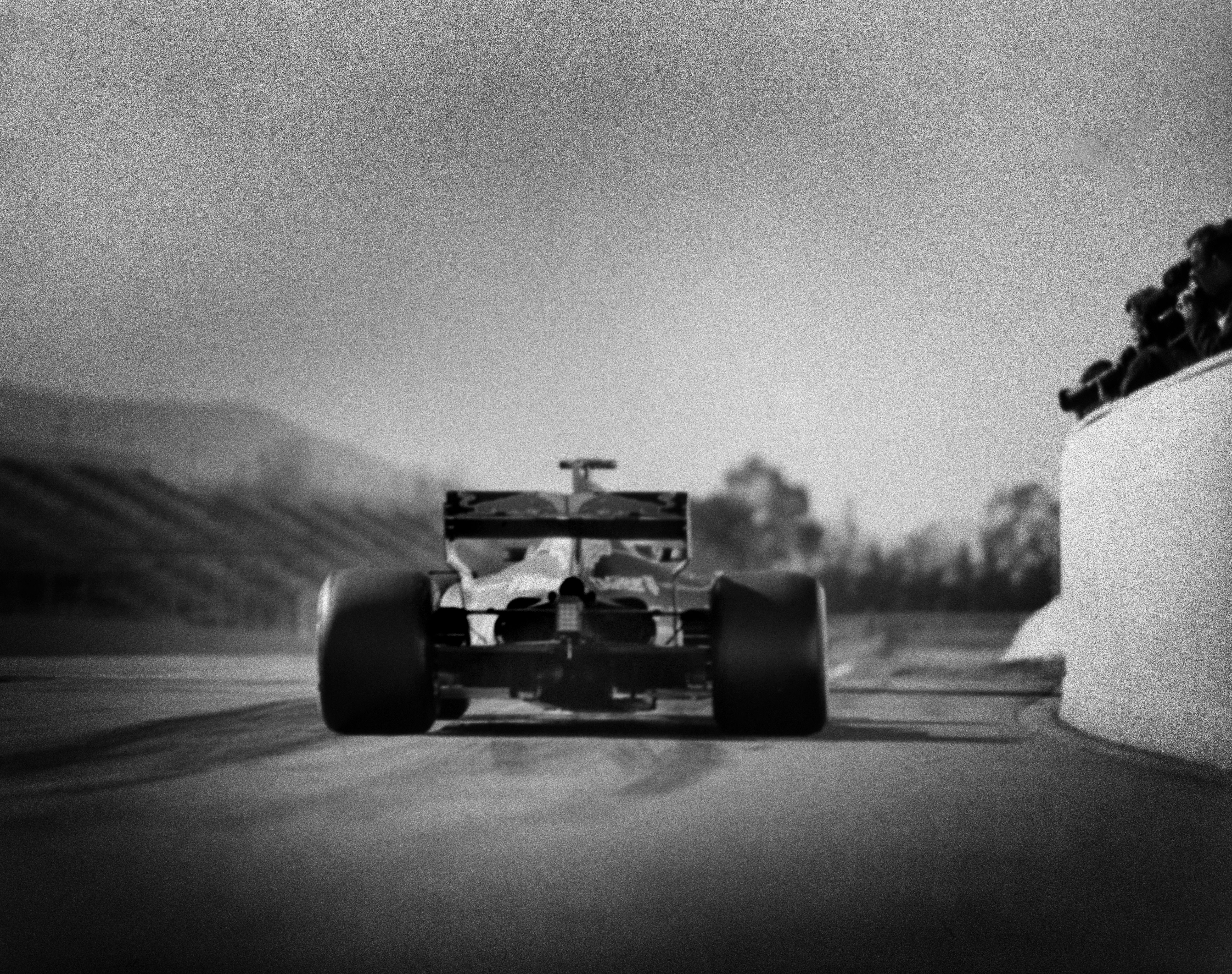 This Photographer Shoots 230 MPH Formula One Cars On A Camera From ...