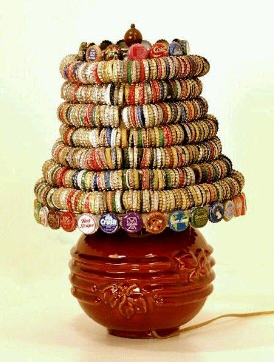 Lámpara de tapas de botellas de gaseosas . Tomado de: Reciclar es crear