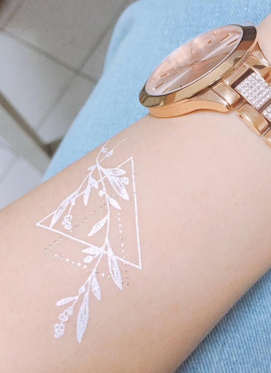 Resultado de imagen para white ink tattoo