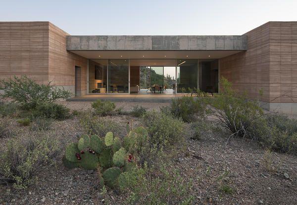 La casa ecologica in stile minimal nel deserto dell