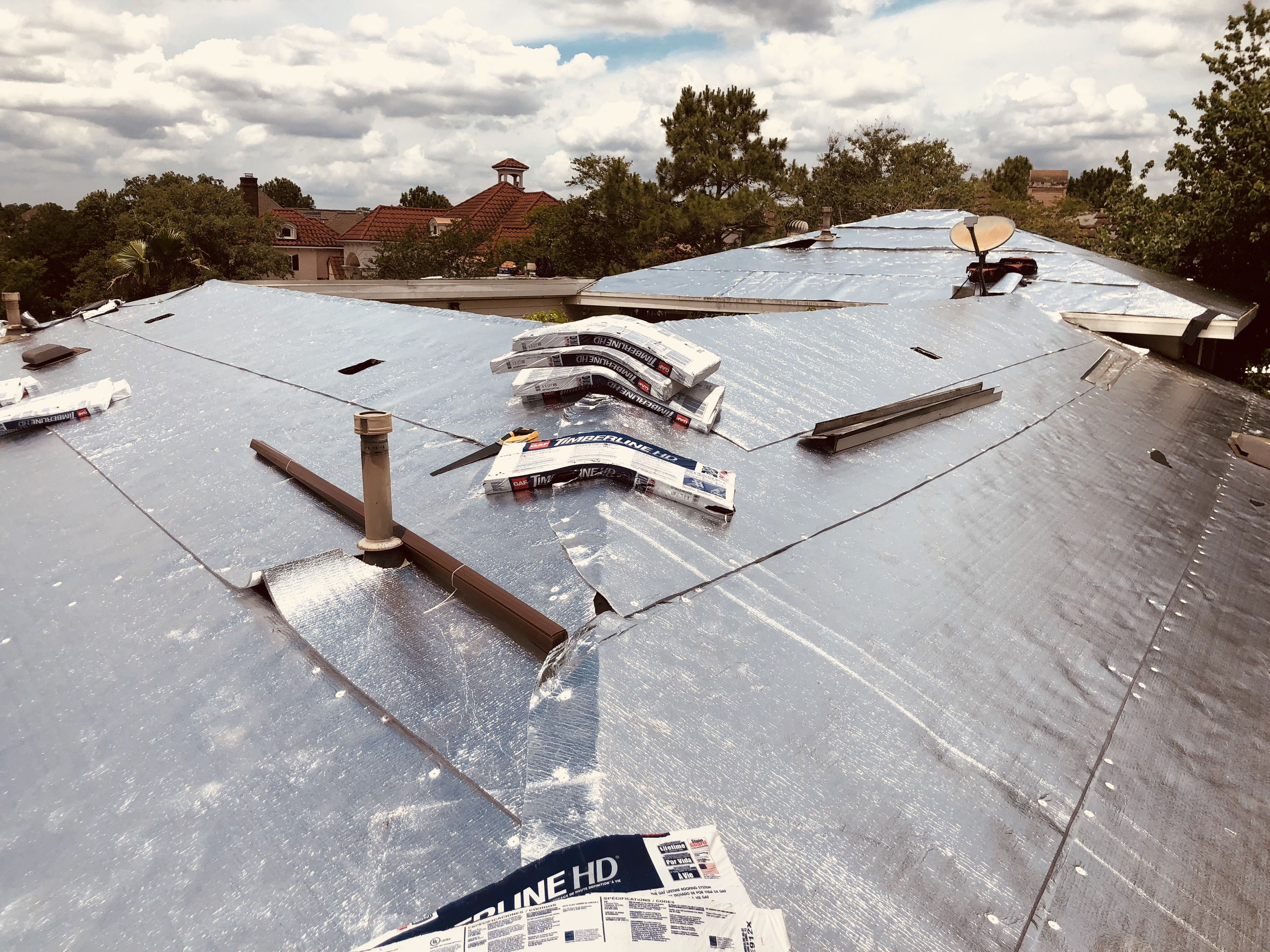 Roof Replacement In The Woodlands Tx With Lowe Therma Sheet Replacement Newroof Woodlands Texas Gaf Lowe Thermashee Modern Roof Design Roof Design Roof