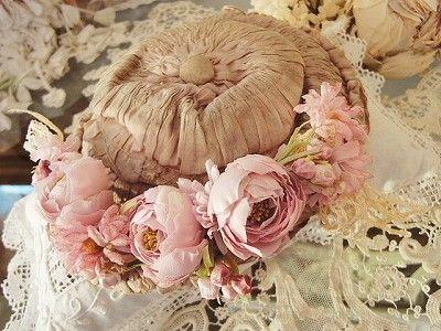 フラワーカチューシャ S(ピンク) - イギリスとフランスのアンティーク | バラと天使のアンティーク | Eglantyne(エグランティーヌ)