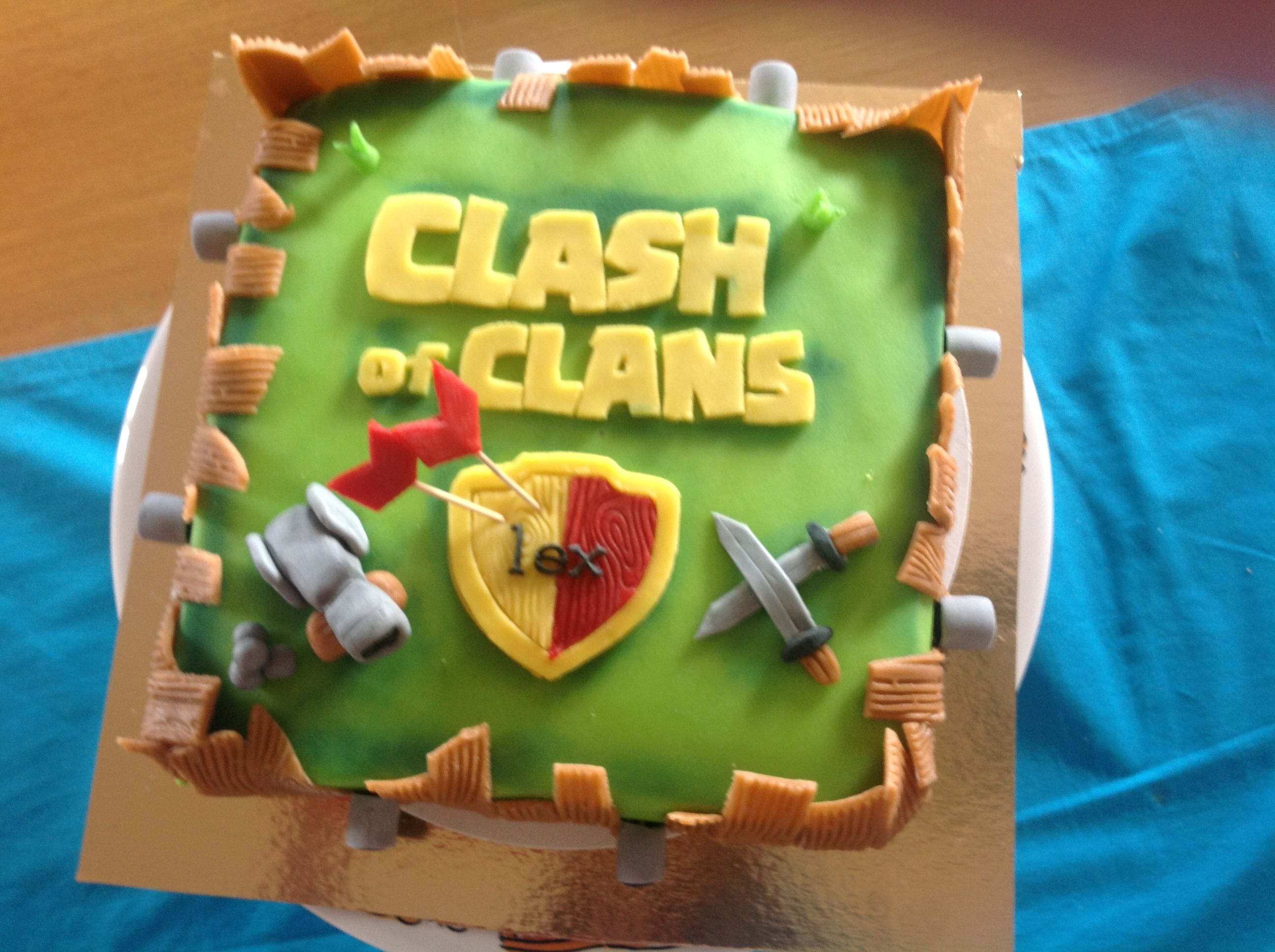 Clash Of Clans Cake With Images Cake Decorating