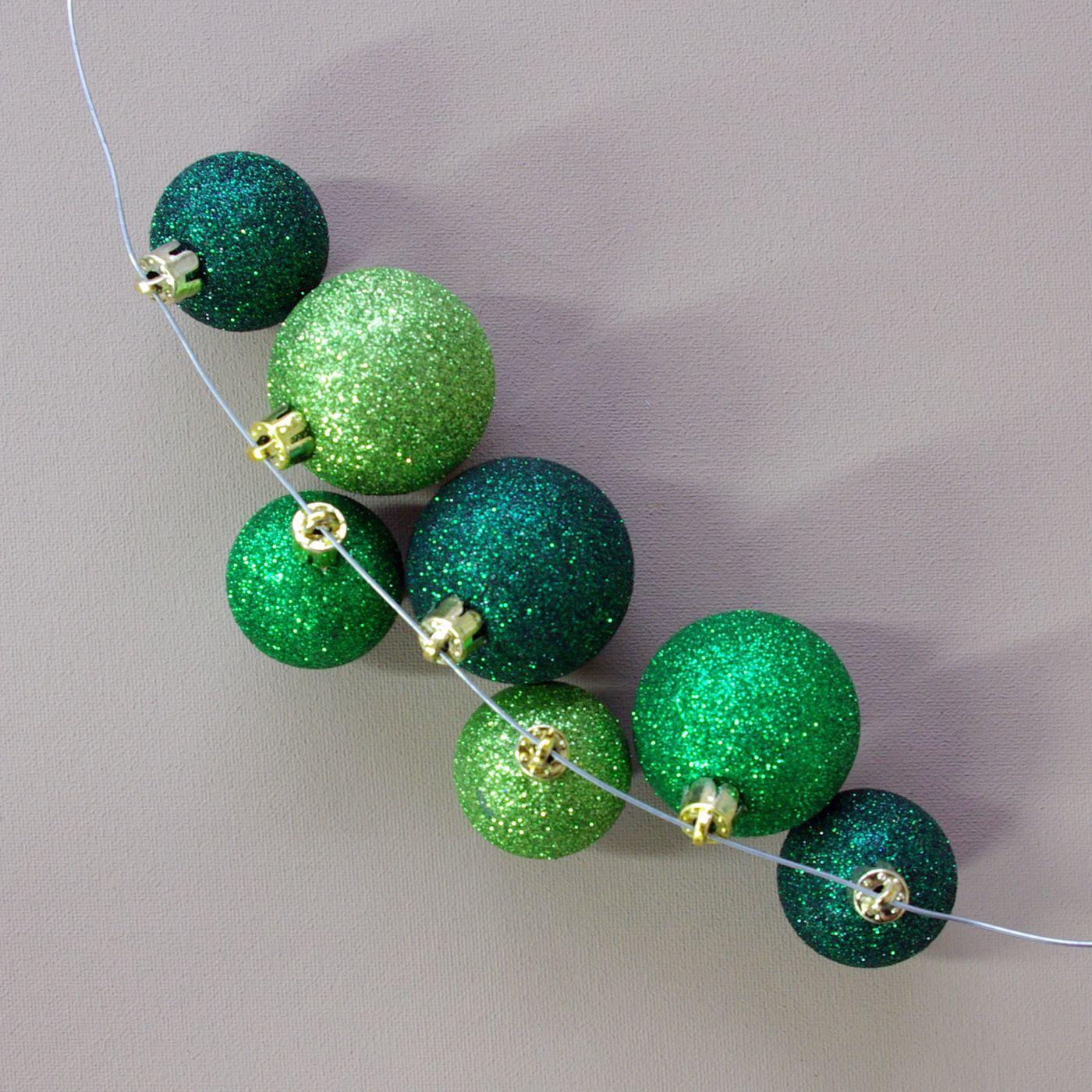weihnachten weihnachts deko dekoration kugelkranz kranz. Black Bedroom Furniture Sets. Home Design Ideas