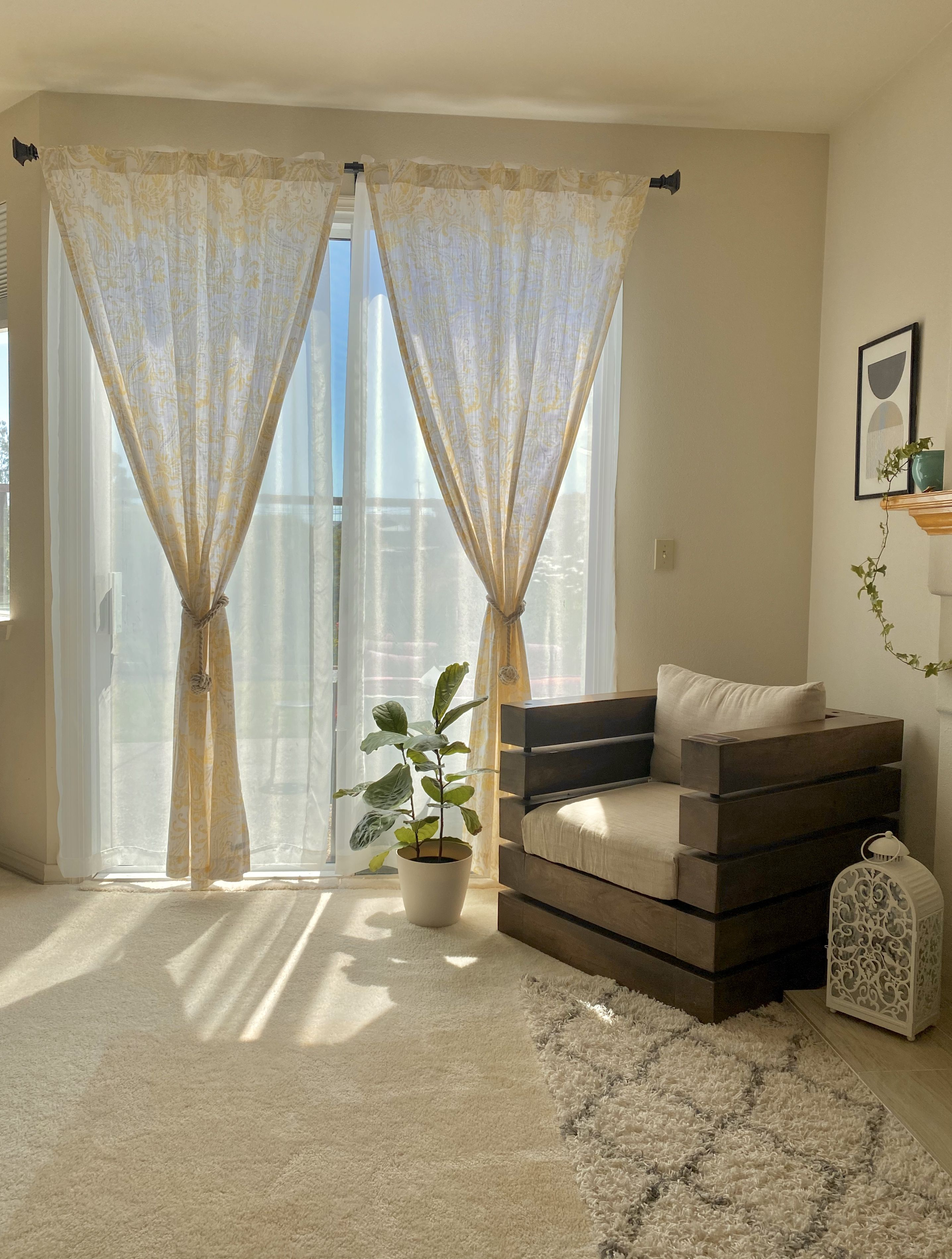 Curtains for family room / living room. How to style your curtain? Layering curtains. #doublecurtains #curtainrods #sheercurtains #curtaintiebacks #homedecorideas #homedecorationideas #homedecoronabudget