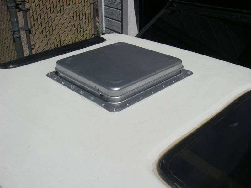Ventline Ventadome Roof Vent W 12v Fan Powered Lift 14 1 4 X 14 1 4 White Ventline Rv Vents Roof Vents Metal Roof Vents Vented