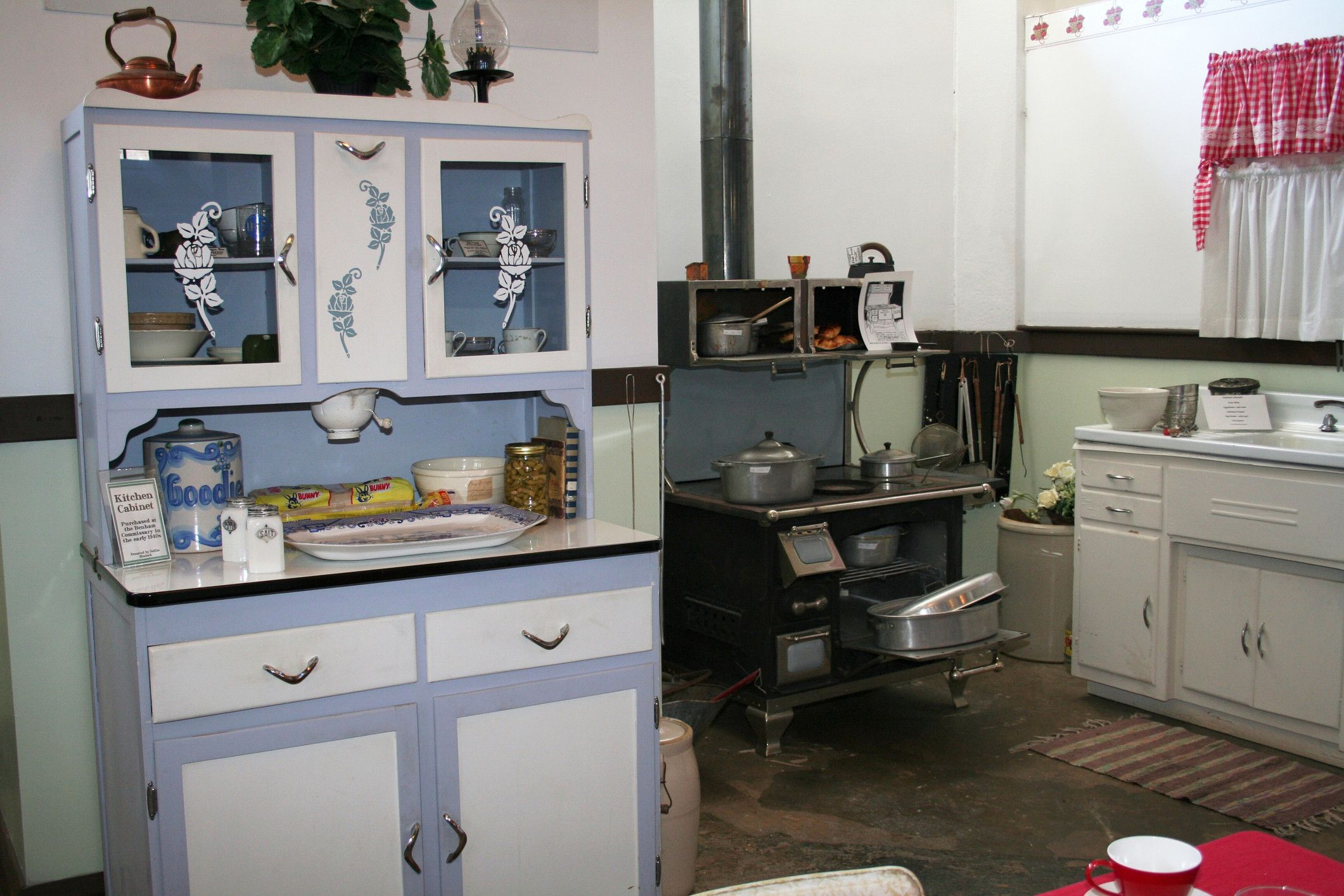 Lovely 1940s Kitchen Cabinets Simple Furniture Design Simple Furniture 1940s Kitchen