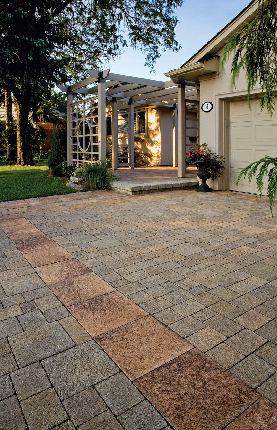 Il Campo® Driveway And Entrance With Umbriano® #patio #stone #toronto #