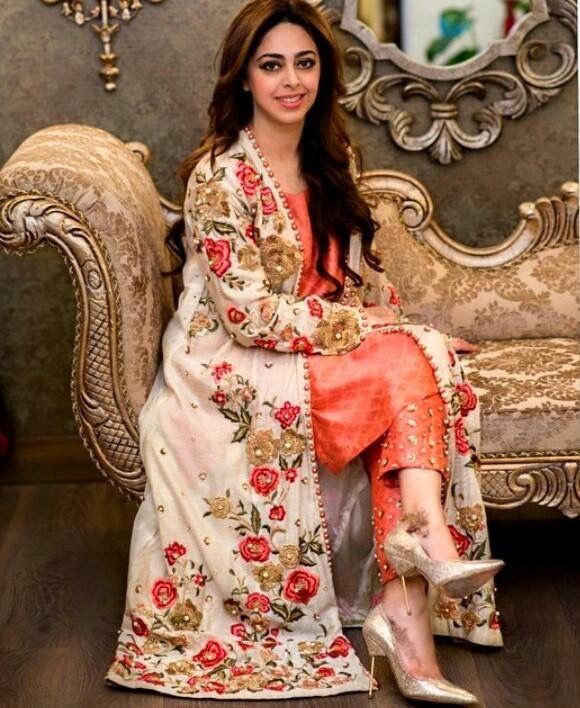 Fashion Desi Beauty Style: #Pakistan #Fashion #Women #Embroidery #Dress