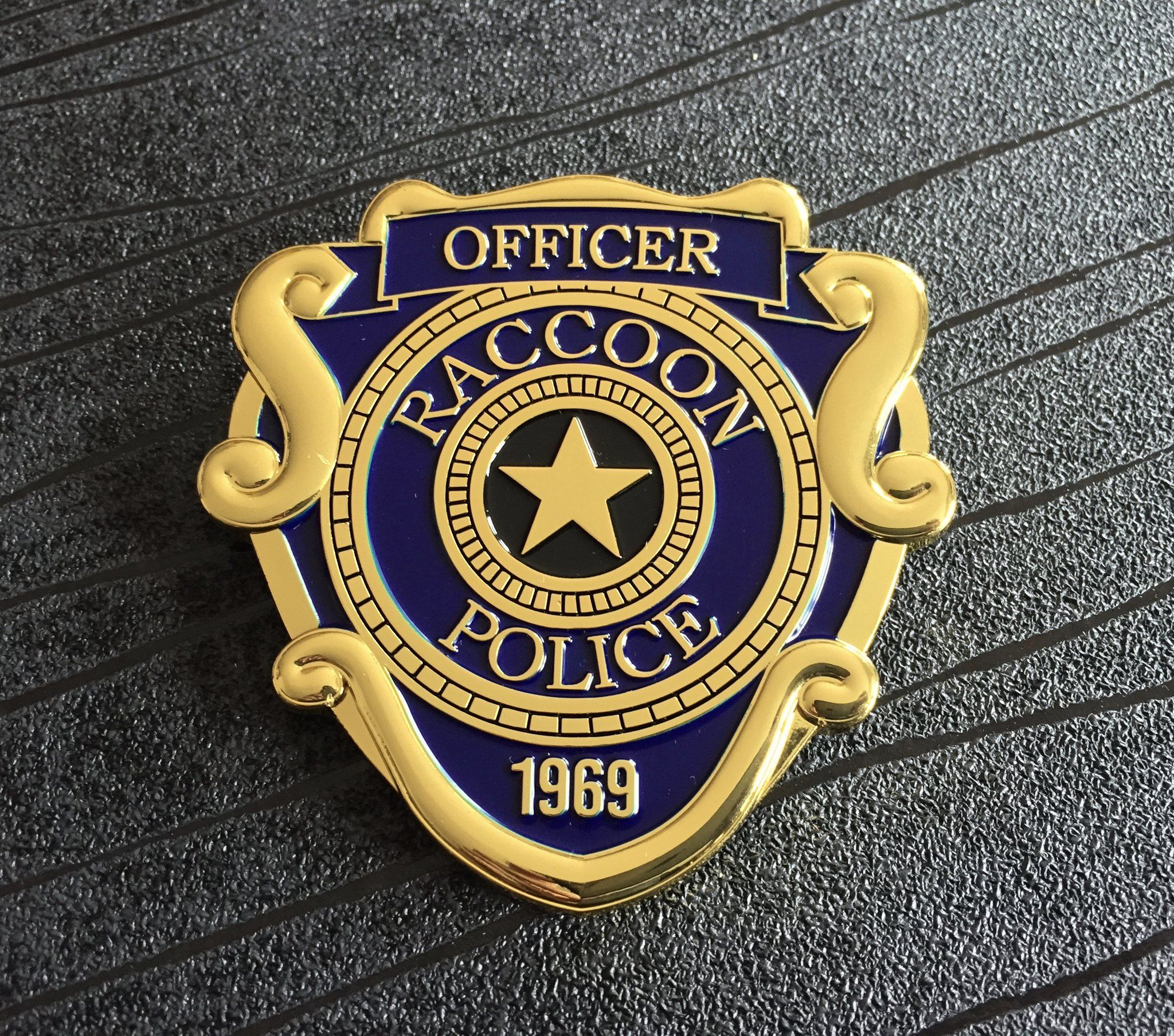 Resident Evil 2 Remake Raccoon City Police Officer Metal Prop Costume Cosplay Badge 75mm X 74mm Resident Evil Raccoon City Resident Evil Metal Props