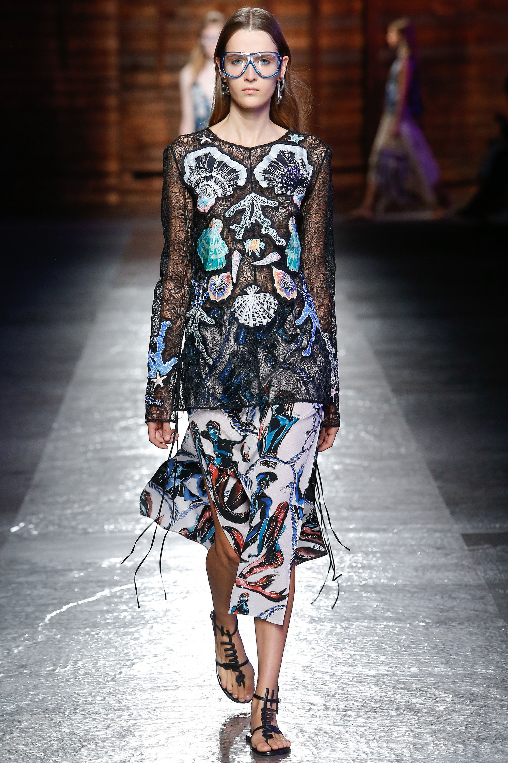 http://www.vogue.com/fashion-shows/spring-2016-ready-to-wear/emilio-pucci/slideshow/collection