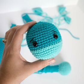 Free Crochet Dinosaur Pattern- The Friendly Dino #crochetdinosaurpatterns