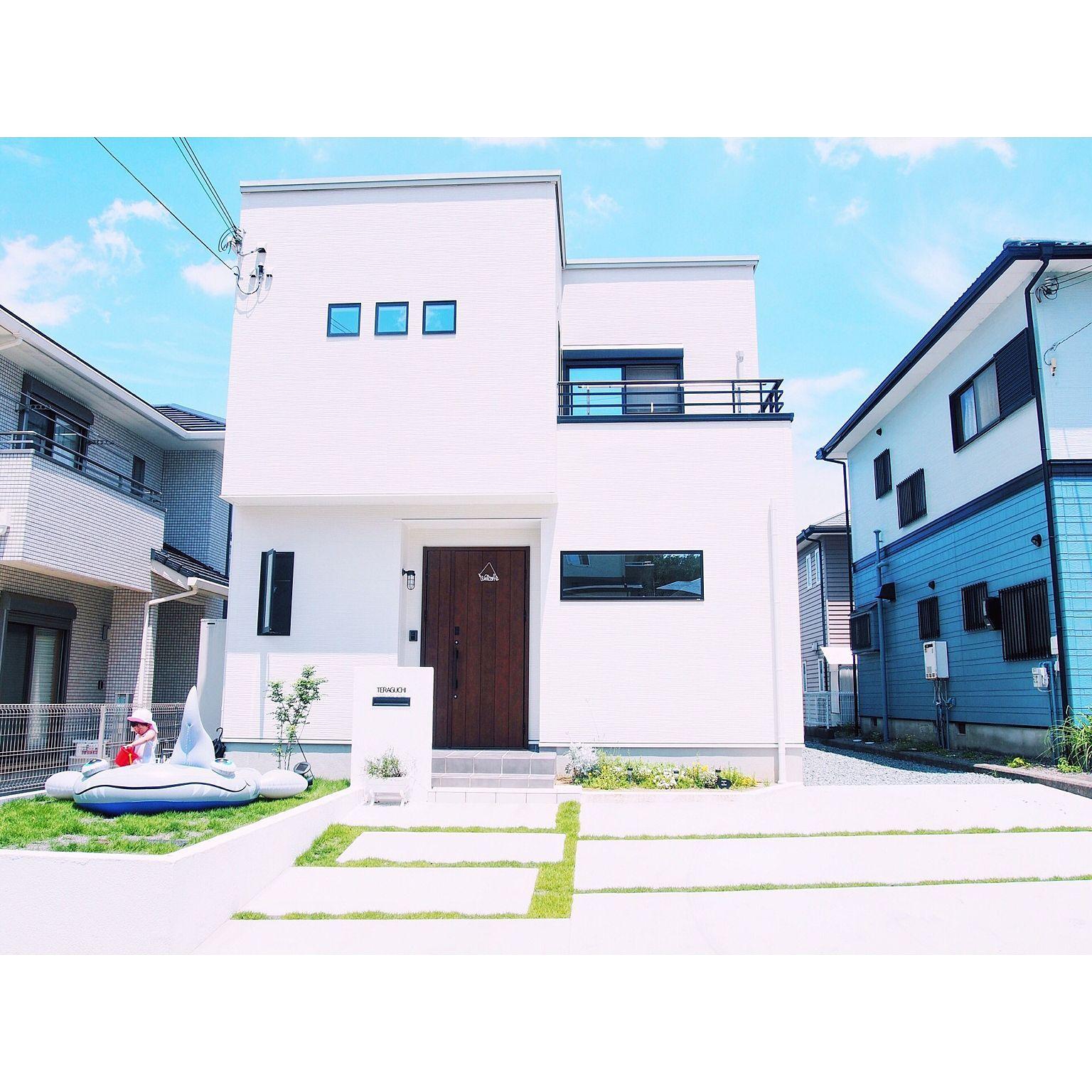 玄関 入り口 外構 四角い家 タマホーム 外観 などのインテリア実例