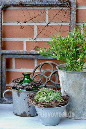 Häuschen · Garten DekoHaus Und GartenTeilchenSchrottDeko  BastelnNaturmaterialienPflanzen