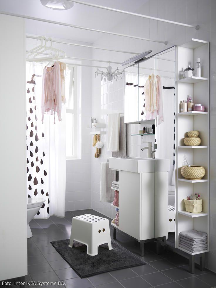 Weisses Eckregal Fur Mehr Stauraum Kleine Badaufbewahrung Kleine Badezimmer Und Ikea Kleine Raume