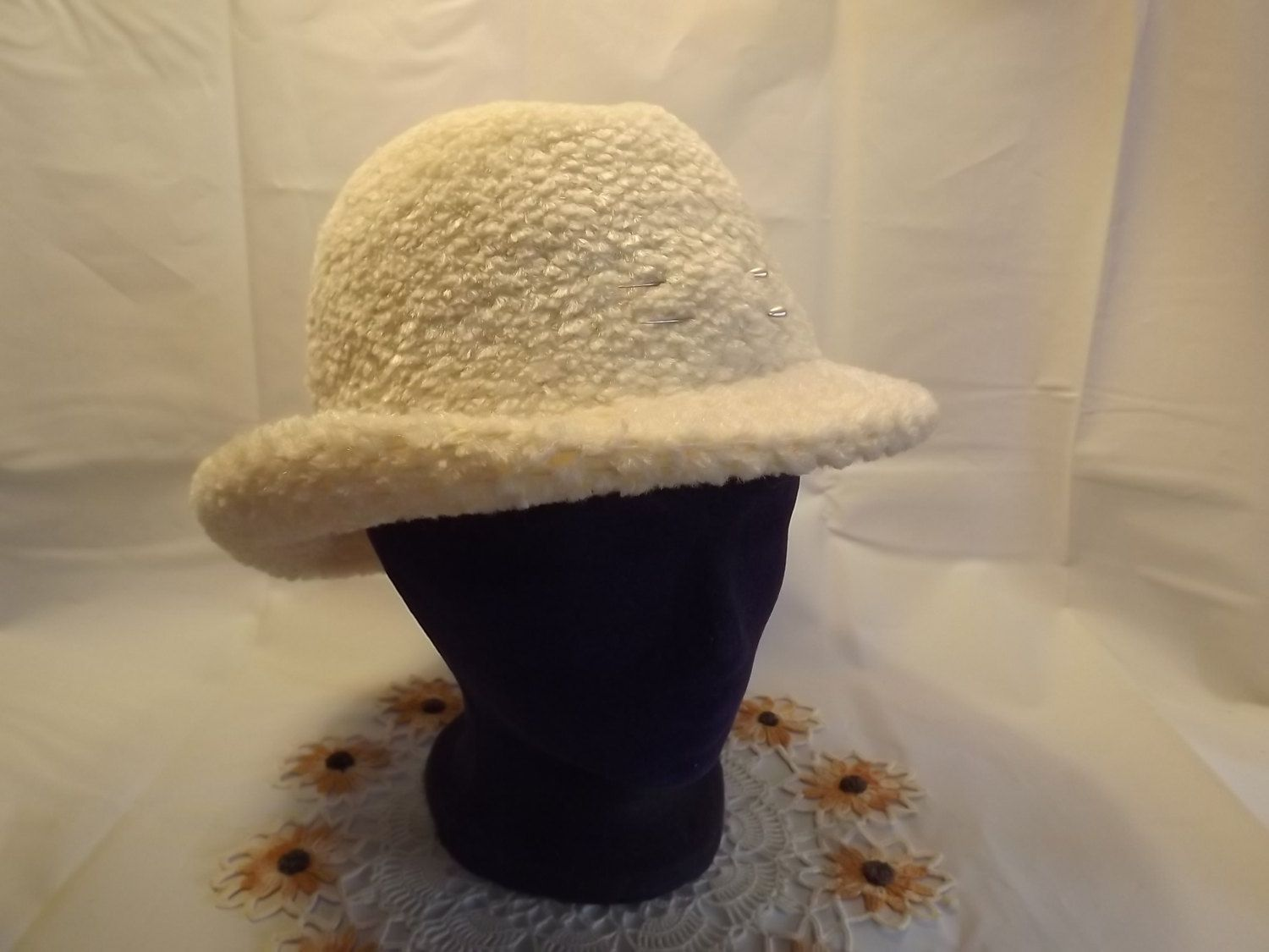 5e0eda91f51 Vintage Creamy Off-White Ladies Fedora Style Chenille Hat for a Festive  Outing