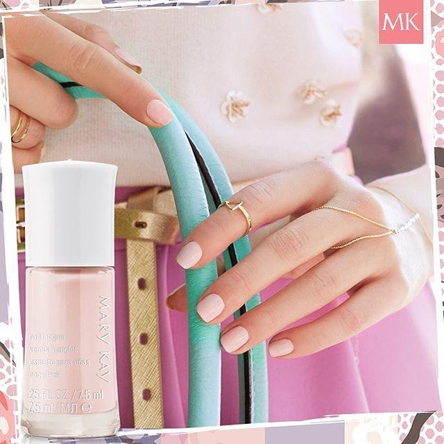 Al aplicar esmalte en tus uñas, tus manos se verán sofisticadas. Te ...