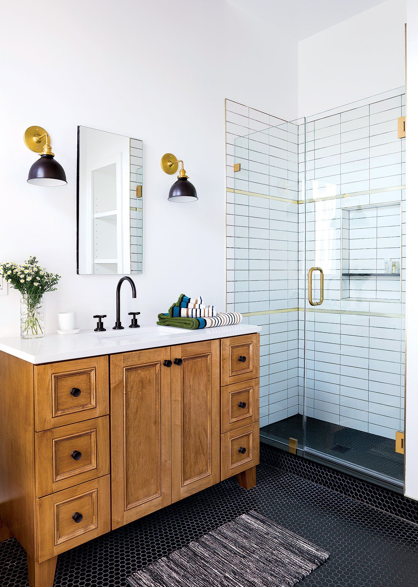 Photo of Mixing metals is the bathroom trend you need to try